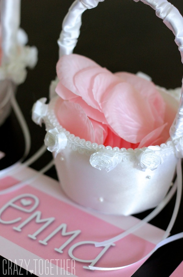 A sweet way to ask flower girls to stand up in your wedding