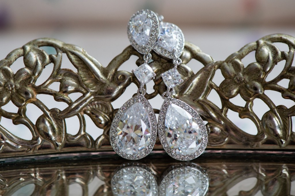 vintage inspired wedding jewelry - vintage theme wedding ideas