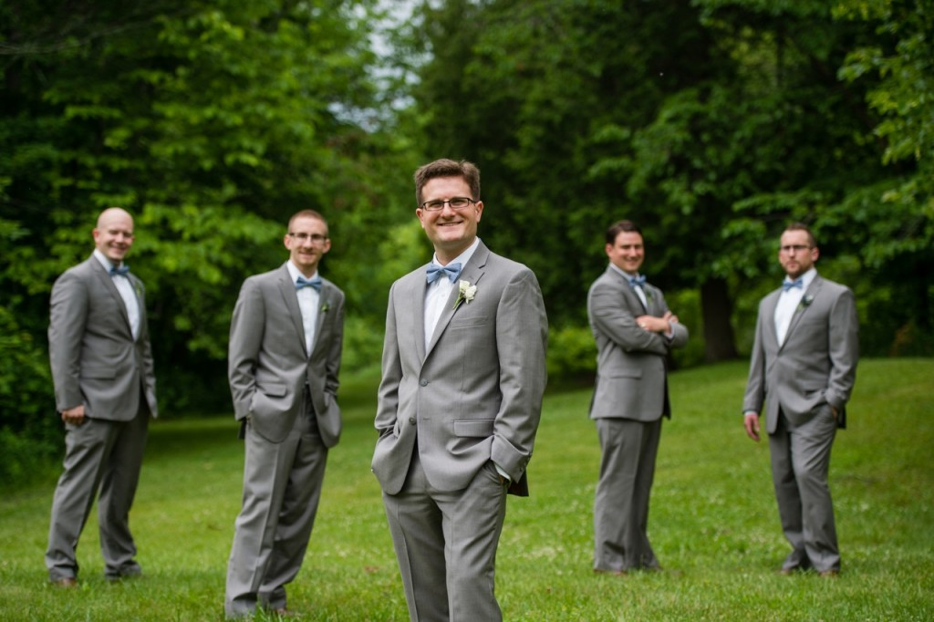 vintage theme wedding ideas - dress groomsmen in suits and bow ties- outdoor wedding portraits #wedding #vintagewedding
