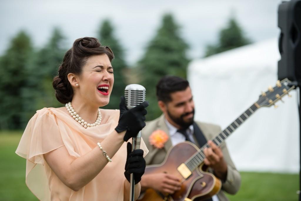 The Sugar Snaps vintage music - vintage outdoor wedding ideas #vintagewedding #wedding