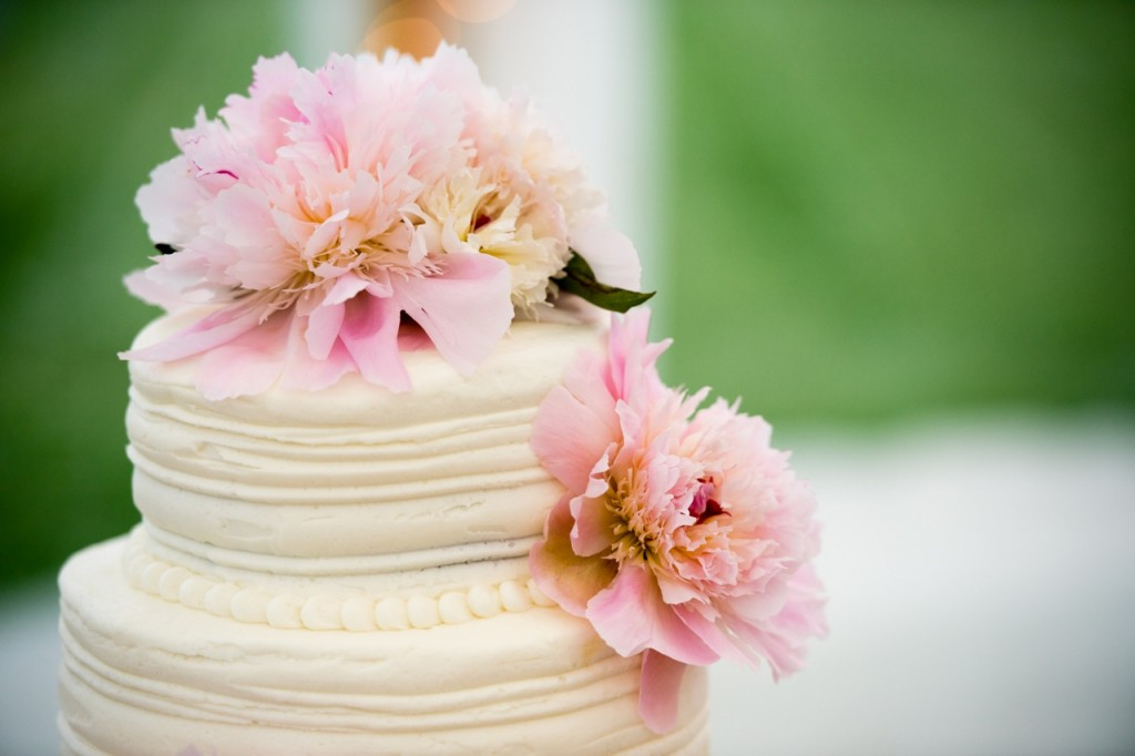 simple wedding cake with peonies