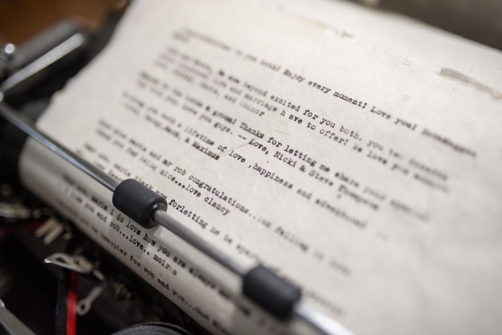antique typewriter guest book - vintage outdoor wedding ideas #vintagewedding #wedding