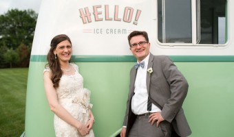 Wedding Wednesday: Ice Cream Served with a Vintage Flair