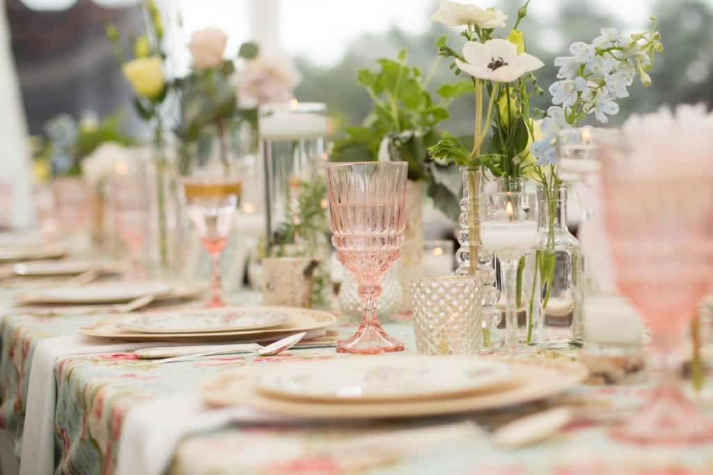 bud vase bottles with antique salad plates and woodburned dinner plates - vintage outdoor wedding ideas #vintagewedding #wedding