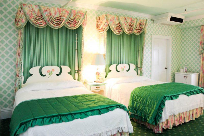 A Walk Through Mackinac Island S Grand Hotel