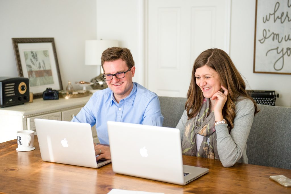 Rob and Maria from the Crazy Together blog share their favorite blogging tools, resources and services for helping to run their online businesses