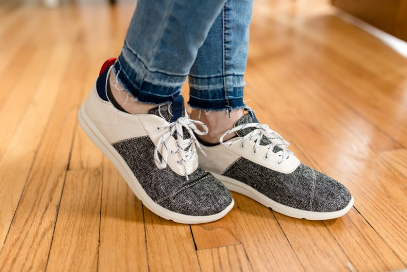 Cabrillo Canvas Lace Up Sneaker from Toms with Lena Released Hem Super Skinny Jeans from Prosperity | Stitch Fix review | Wantable vs. Stitch Fix | a side by side comparison | women's clothing subscription boxes | Crazy Together blog