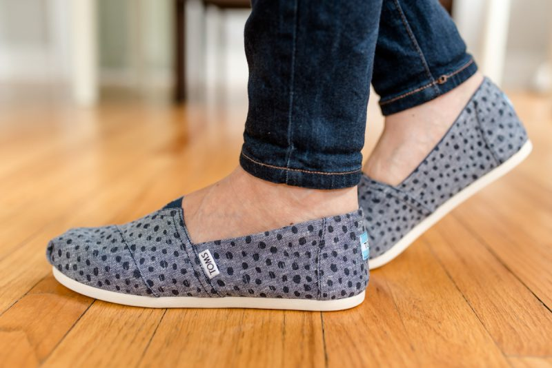 Cute chambray shoes! | TomsClassic Alpargata Printed Canvas Flat | Stitch Fix | October Stitch Fix | Stitch Fix review | fall fashion | Crazy Together blog