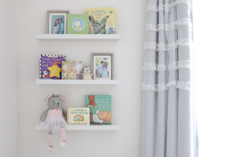 gender neutral baby nursery | nursery decor | gray and white baby nursery | Crazy Together blog