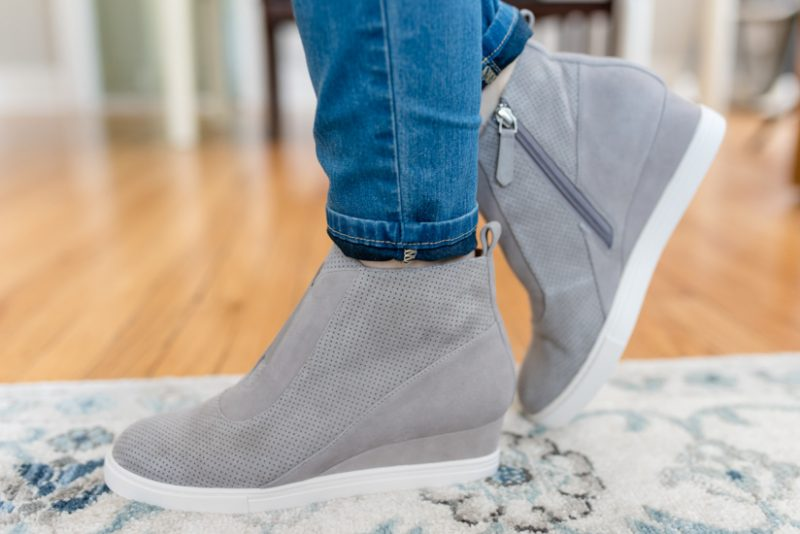 Trunk Club Maternity Review -Anna Wedge Sneakers from Linea Paolo | style box | women's fashion | maternity clothes | #stitchfix #trunkclub | Crazy Together blog